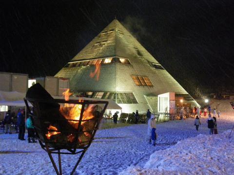 猫山ピラミッド